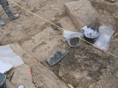 Premiers blocs visibles du mausolée